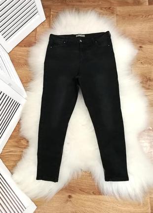Черные джинсы с легкими потертостями, высокая посадка, р. 16.