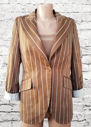 Коричневый пиджак в полосу
