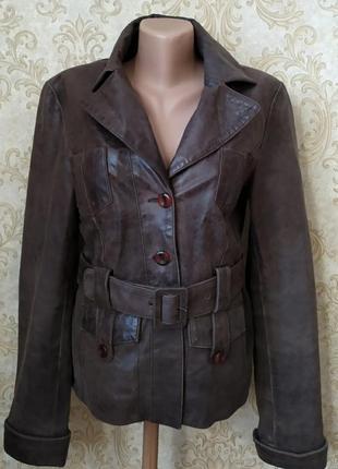 Шикарная классическая  курточка модной вычинки кожи