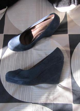 Синие туфли из эко замша на танкетке