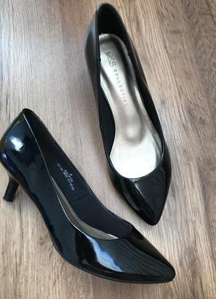 Туфли лак на маленьком каблуке