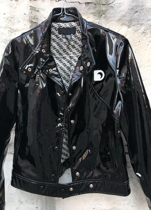 Лаковая куртка zara