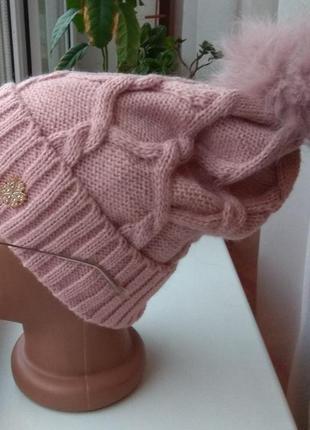 Новая стильная шапка с натуральным бубоном (на флисе), розовая пудра