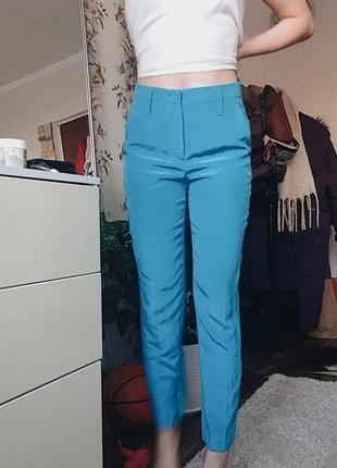 Классические синие брюки на высокой посадке шёлковые