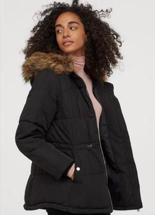 Теплая куртка / пуховик / синтипон / чёрная с капюшоном / парка