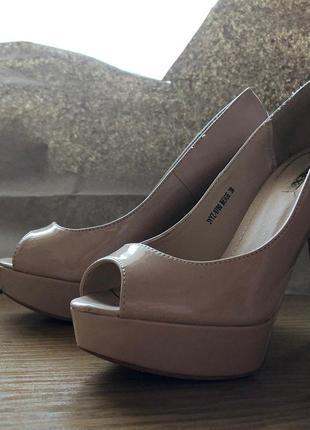 Неплохие туфли на каблуке