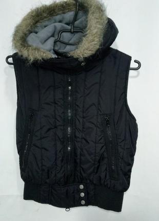 Bench жилетка женская теплая на синтепоне с капюшоном черная размер s
