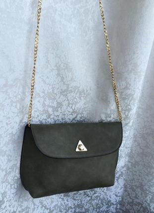 Стильная сумка кросс-боди на цепочке зеленая через плечо