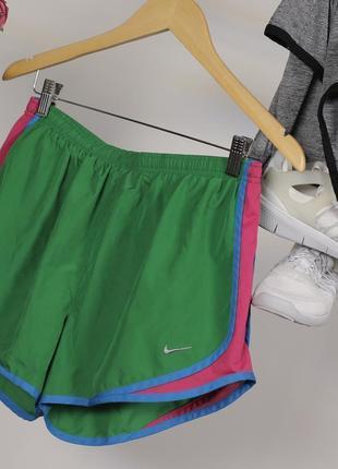Класні шортики для бігу від nike