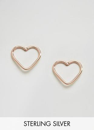 1+1=3 до 30/12 серьги-гвоздики в виде сердечек с вырезами kingsley ryan из каталога asos