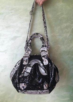 Нарядная сумка с пайетками анималистический змеиный принт с застежкой поцелуйчик