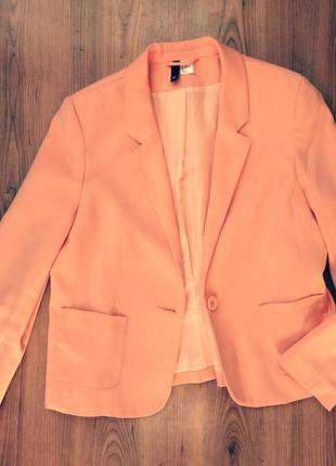 Стильный пиджак персикового цвета  h&m