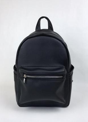 Вместительный женский черный рюкзак