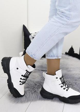 Новые шикарные женские демисезонные белые ботинки
