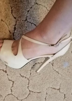 Босоножки туфли бежевые кремовые высокая шпилька каблук лабутены 39 размер