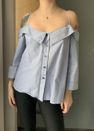 Рубашка в полоску с голыми плечами
