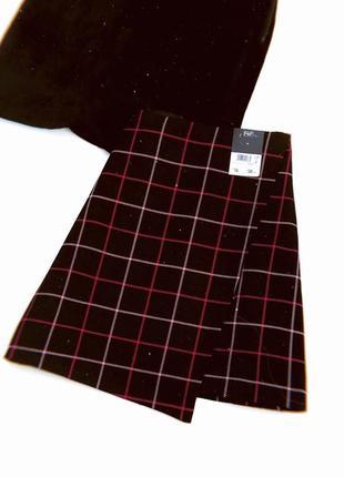 Очень стильная чёрная юбка в клеточку на запах