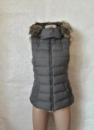 Фимренная chicoree стильная жилетка с утеплителем с мехом под енота, размер с-м