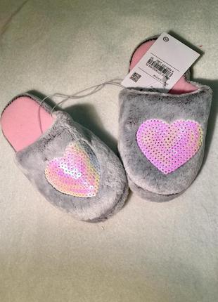 Тёплые красивые домашние тапочки для девочки