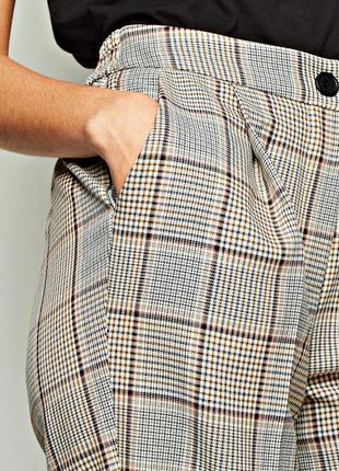 Модные зауженные брюки в клетку с карманами на удобной резинке р.18