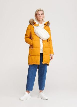 Брендовый зимний жёлтый пуховик с капюшоном