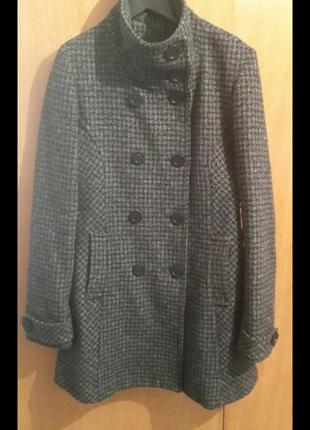 Демисезонное пальто серое в мелкую клеточку