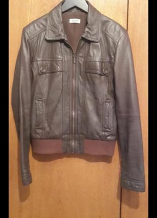 Кожаная куртка коричневая
