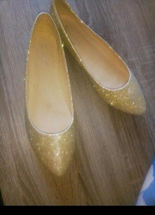 Золотистые балетки