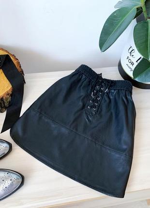 Кожаная юбка с шнуровкой