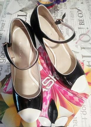 Туфли*braska* натуральная кожа,лакированые 40р. каблук 12см.