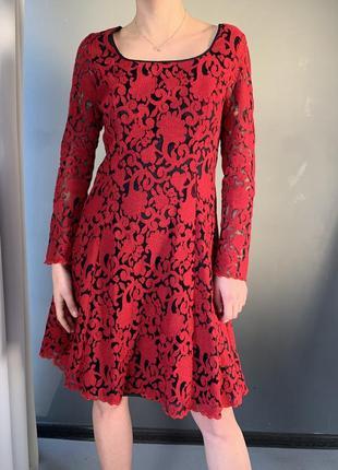 Вечернее платье с ажурной вышивкой