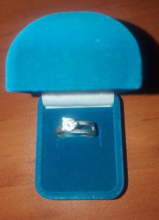 Серебряное кольцо с фианитом размер 16