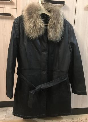 Легкая зимняя куртка с меховым воротником на меховой подкладке