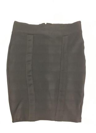 Чёрная юбочка карандаш по фигуре на потайной молнии