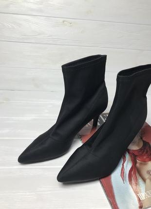 Актуальные новые ботинки-носочком house {39}