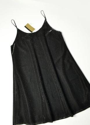 Расклешенное платье на бретельках с люрексом переливающее