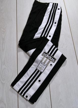 Черные спортивные штаны с кнопками по бокам adidas originals adicolor