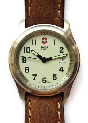 Swiss army швейцарские часы с датой кожа wr50m оригинал swiss made