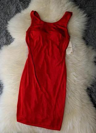 Красное платье ,вечернее,с красивой спинкой,чашками,шиммер