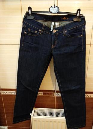 Укороченные джинсы от mango