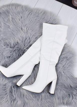 Невероятные белые высокие сапоги на каблуке