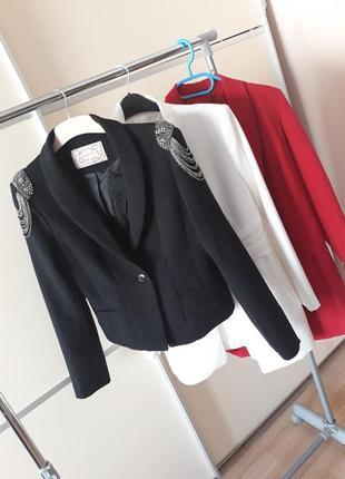 Шикарный пиджак с плечиками 1+1=3