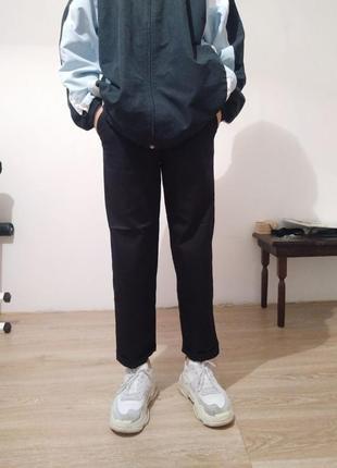 Черные прямые штаны