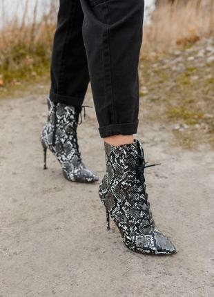 Черевики на каблуці / ботинки на каблуке