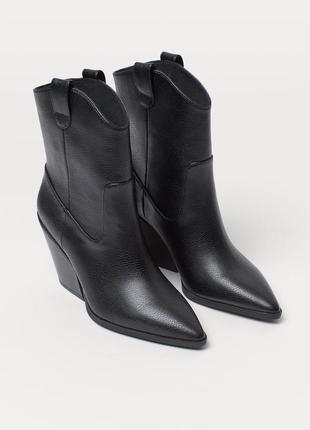 Ботинки со скошенным каблуком в ковбойском стиле h&m, тренд сезона!