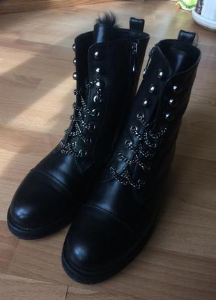 Стильные женские зимние ботинки с мехом