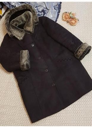 Черная дубленка с капюшоном большого размера