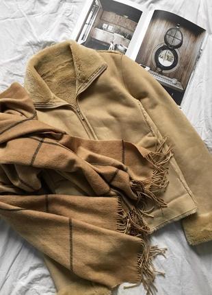 Актуальная бежевая дубленка с мехом, замшевая тёплая шуба, куртка