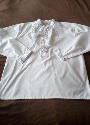 Белая праздничная рубашка