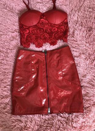 Кожаная глянцевая юбка лаковая